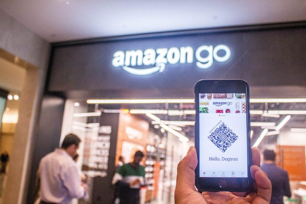 Amazon implante l'intelligence artificielle dans ses entrepôts